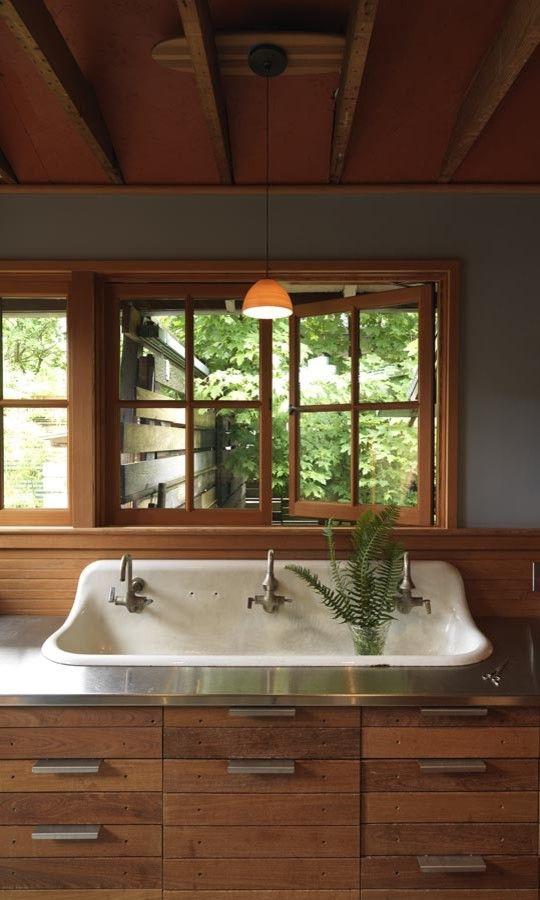 Подвесной светильник в интерьере ванной
