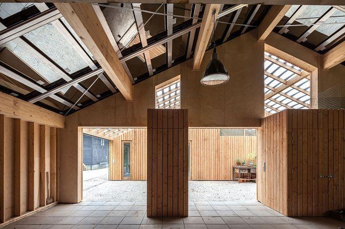 Barn Rijswijk to odnowiona stodoła na farmie w południowej Holandii.