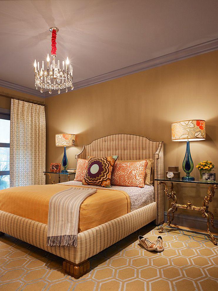 Шикарная люстра в интерьере спальни