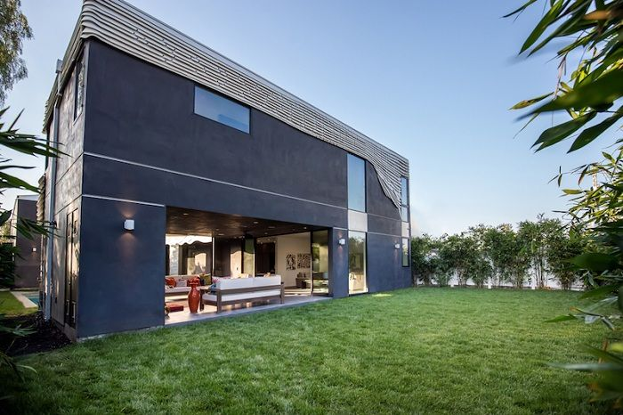 Wave House - частный особняк в Венеции (штат Калифорния, США).