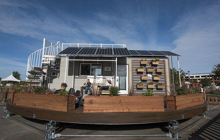 Revolve House to mobilny dom na obrotowej platformie.