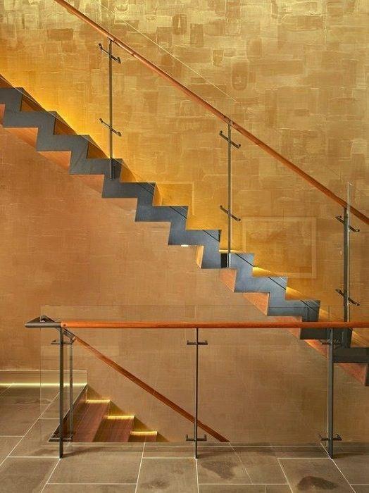 En fantastisk og veldig kul versjon av veggdekorasjon i gullfarge, som tilfører en viss sjarm.