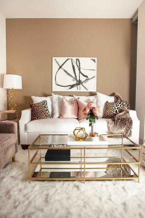 Det beste alternativet å designe en stue med tillegg av interessante dekorelementer.