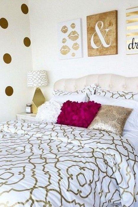 Et godt eksempel på å dekorere et rom med gyldne fragmenter som vil dekorere interiøret.