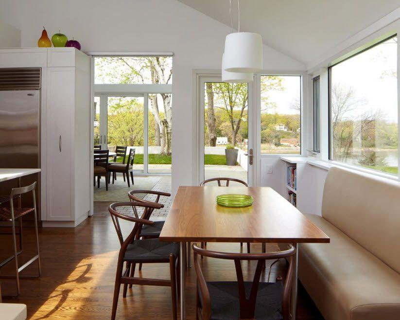В светлой и просторной кухне
