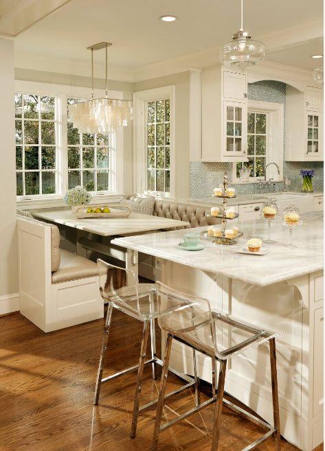 Кухня с голям прозорец