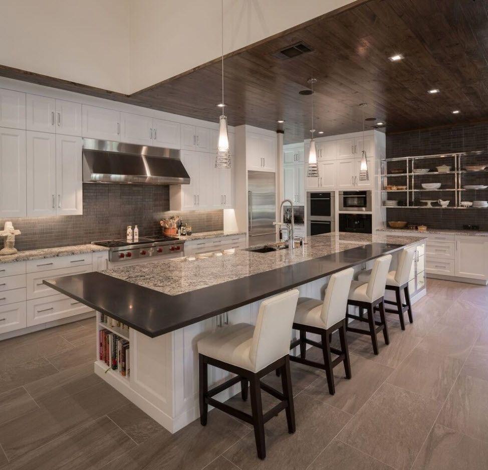 Просторна и стилна кухня