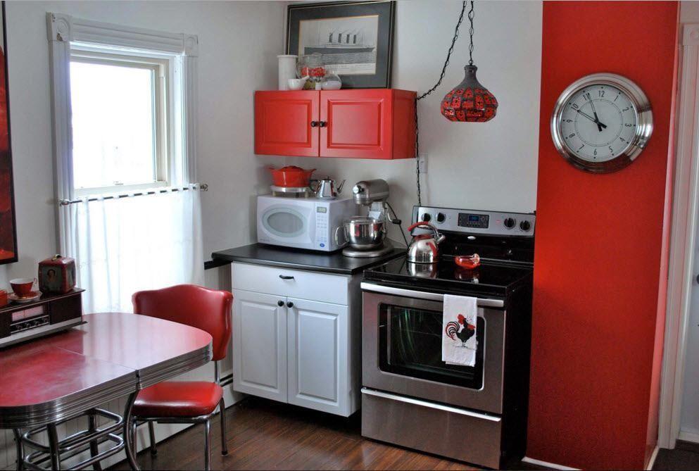 Hvit-svart-rød kjøkken