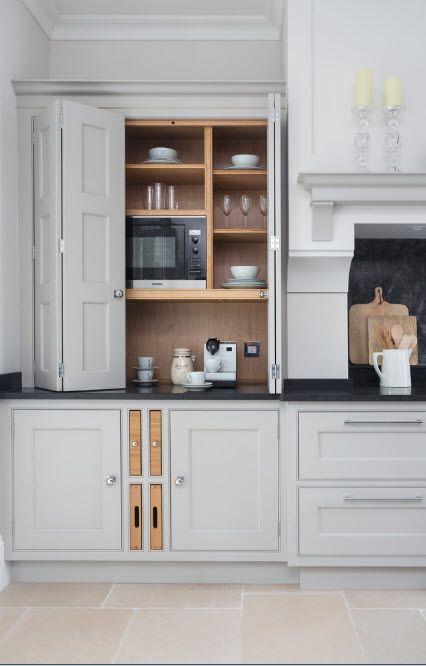 Светло изображение на кухнята