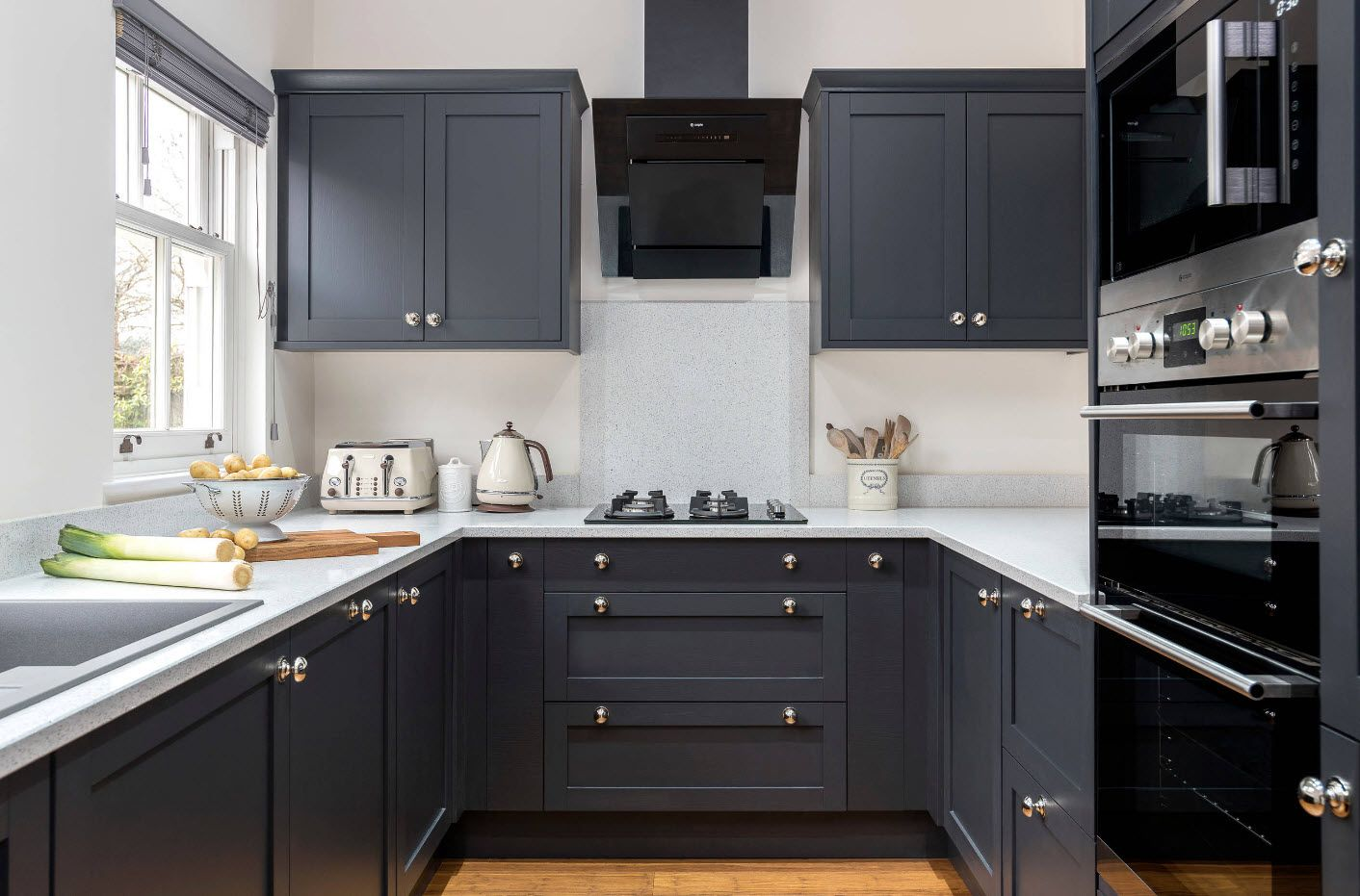 Тъмно сив кухненски комплект