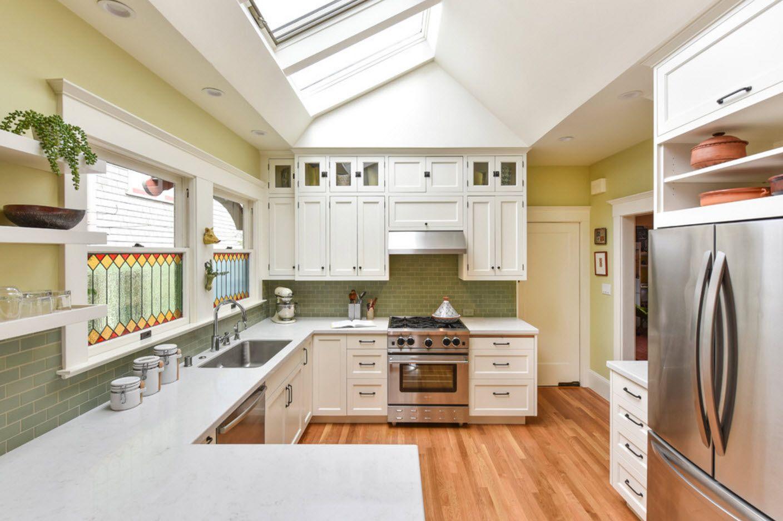 Светло кухненско пространство