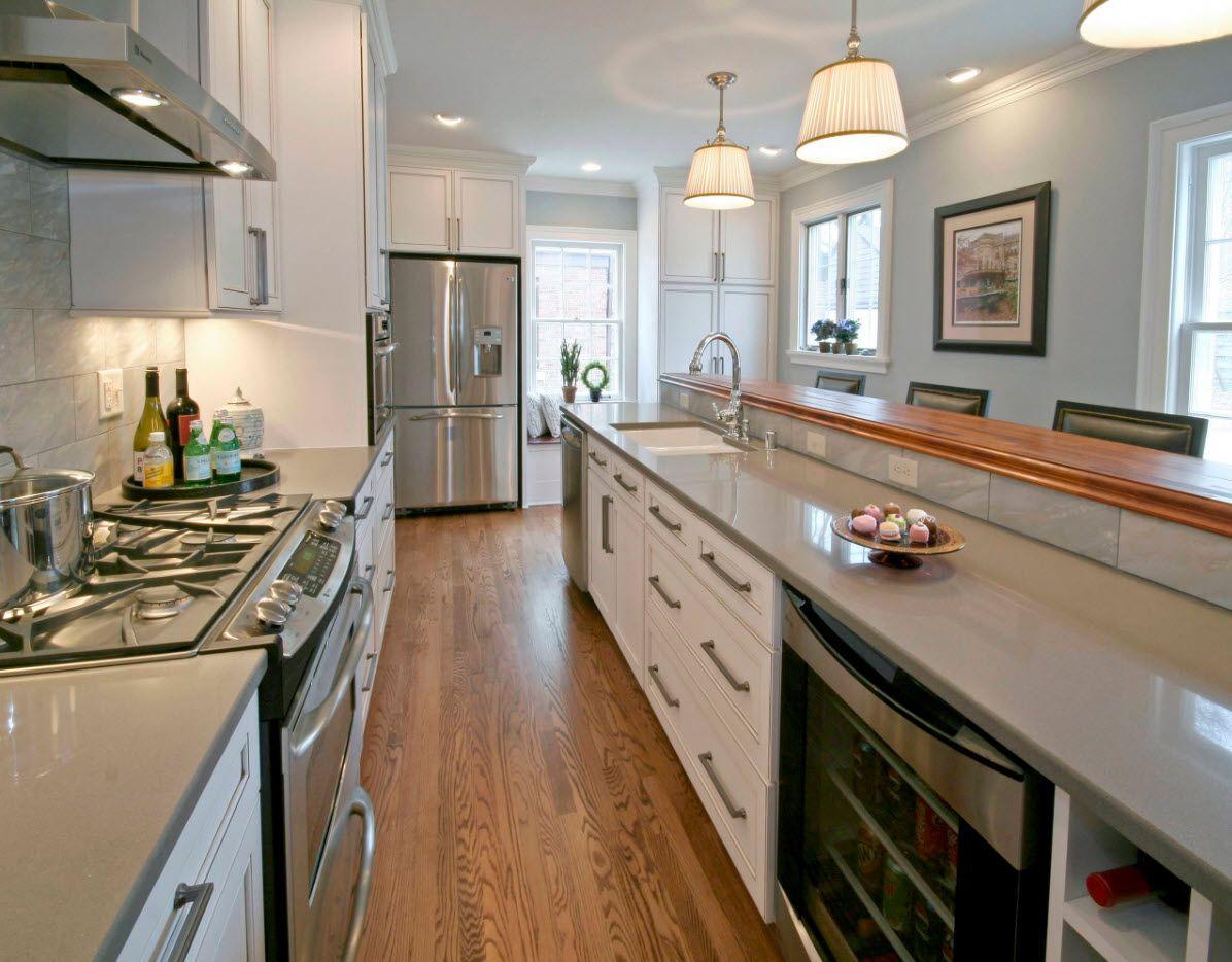 Деревянные элементы в серой кухне