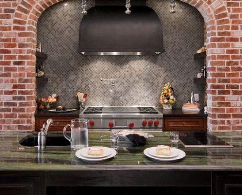 Kombinasjon av mosaikk og dekorative teglsteiner