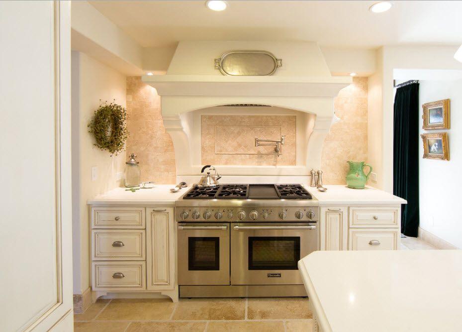 Интерьер для просторной кухни-столовой