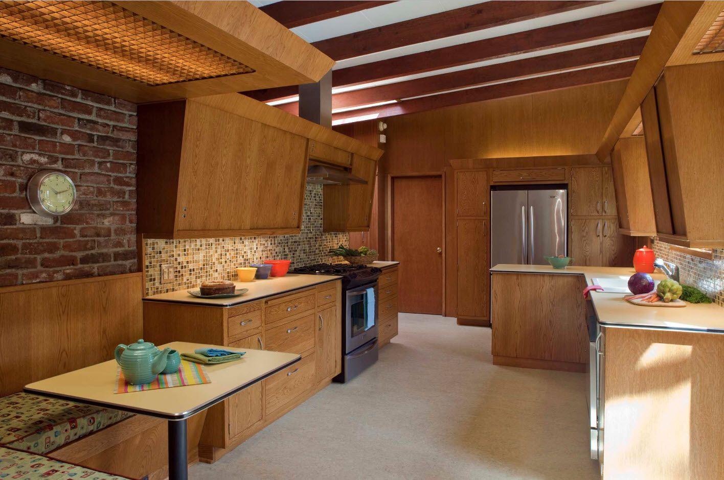 Кухня с мягким уголком