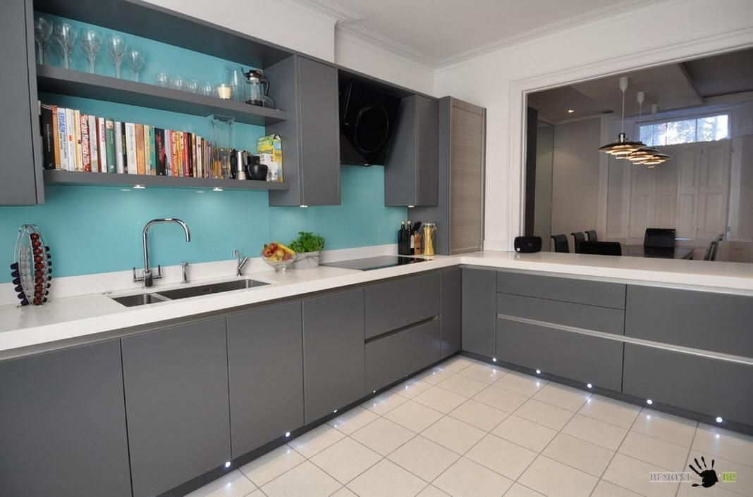 Гладкие фасады кухонных шкафов