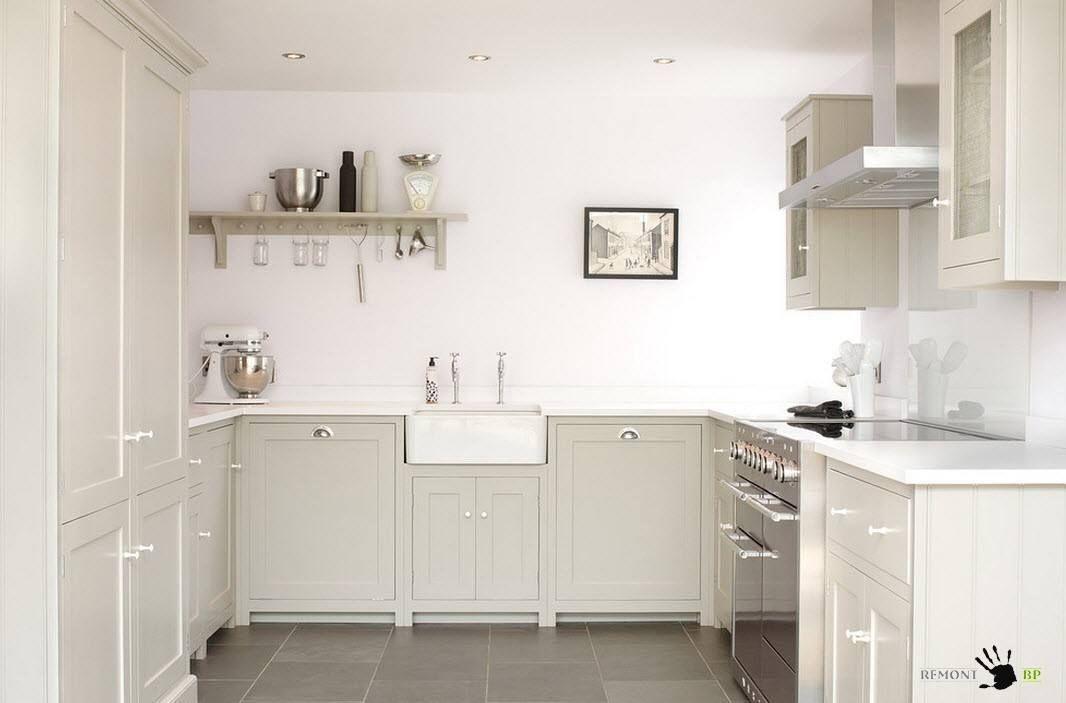 Бяла кухня в килера