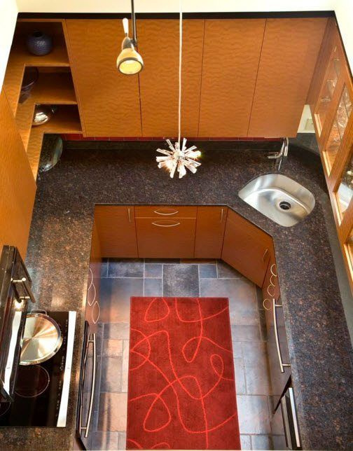 Изглед отгоре на малка кухня