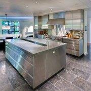 Имитация мрамора на полу кухни