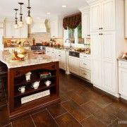 Тъмнокафяви плочки в кухнята