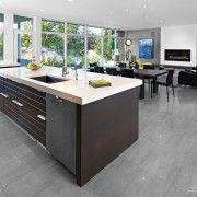 Сиви плочки на кухненския под