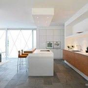 Прямоугольная плитка на кухне