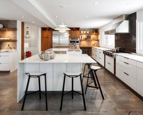 Тъмно сиви плочки в кухнята