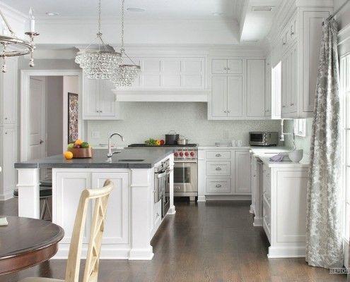 Grått og hvitt kjøkkeninnredning
