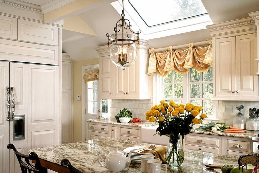 Пестрые занавески на кухне