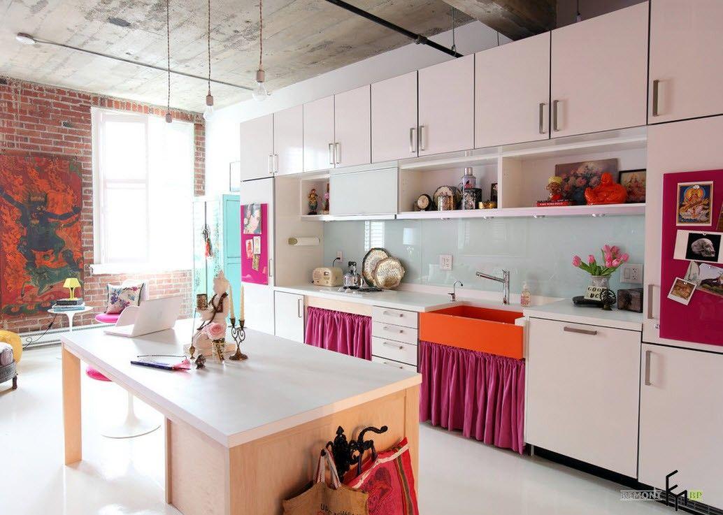 Lys skjerm på kjøkkenet