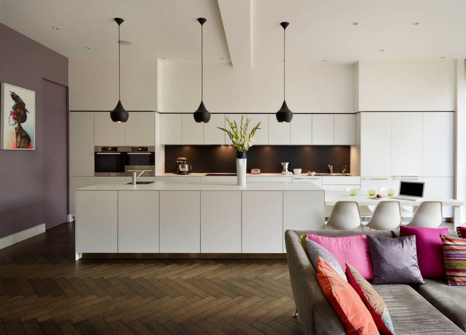 Innebygd sofa med lyst polstring