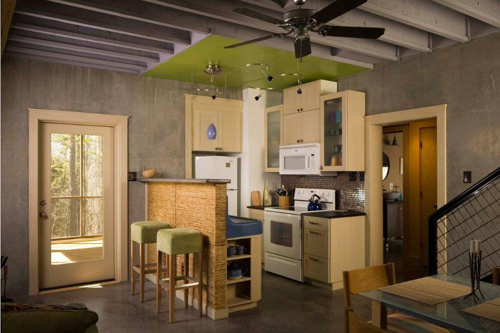Кухонная зона в общем помещении