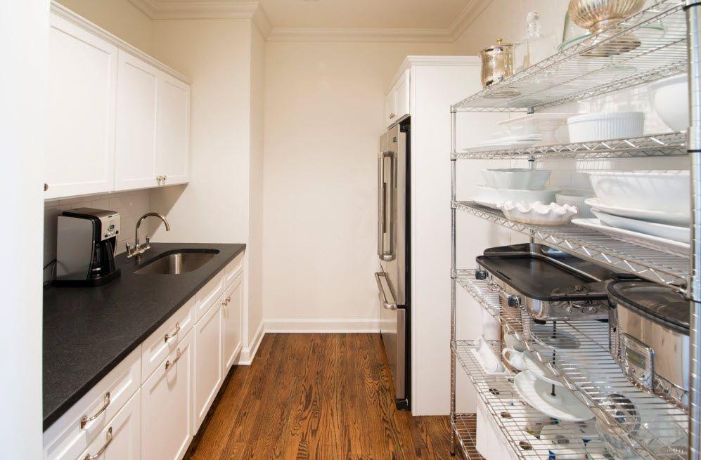 Открытые полки в кухонном острове