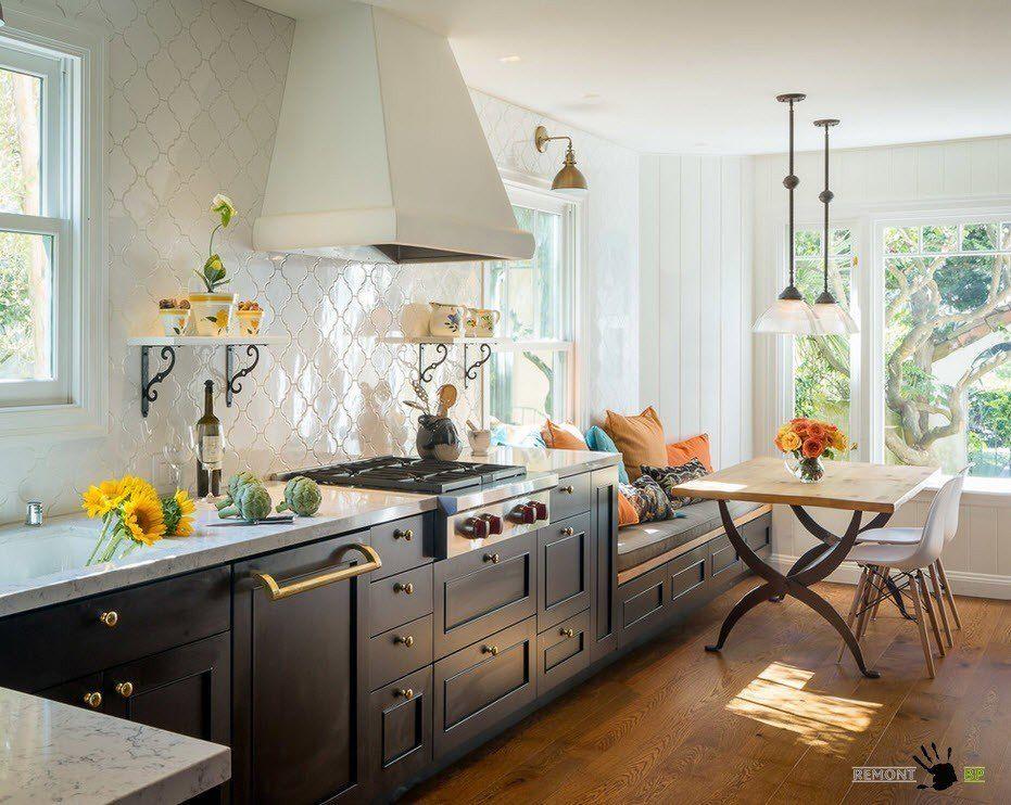 Узкое и длинное помещение кухни