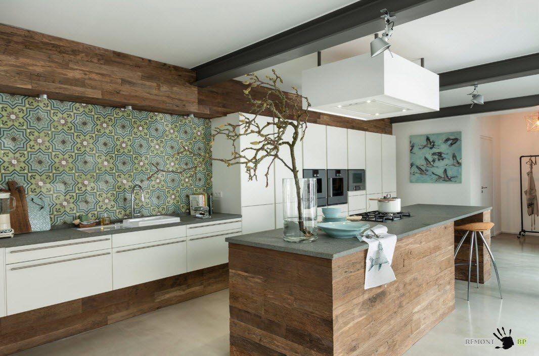 Цветен украшение за кухнята с обикновени мебели