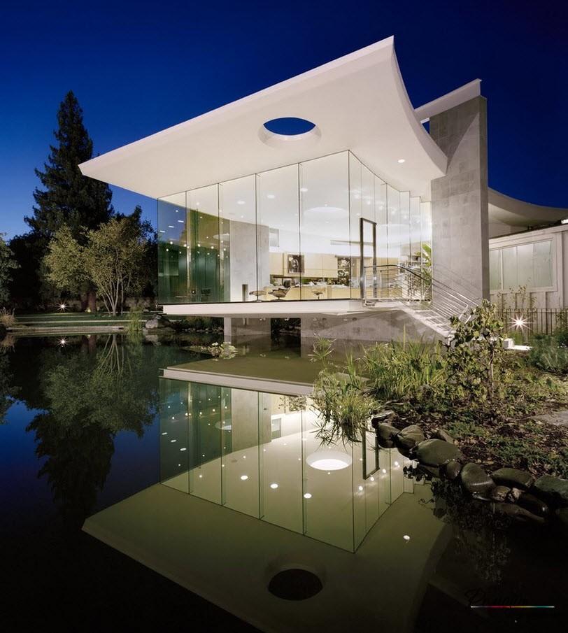 Изящное сооружение из стекла