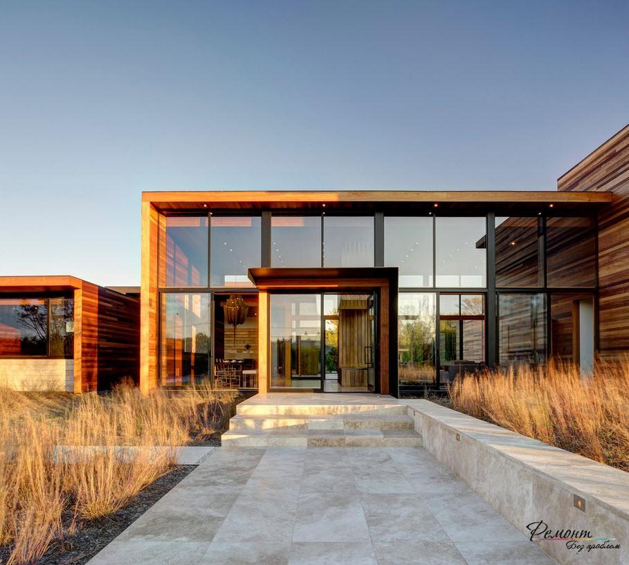 Здание из дерева и стекла
