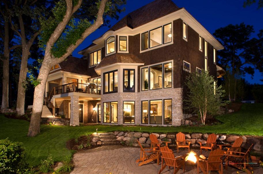 Красивый 3-этажный дом в лесу