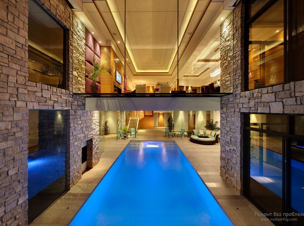 Эффектный бассейн внутри дома