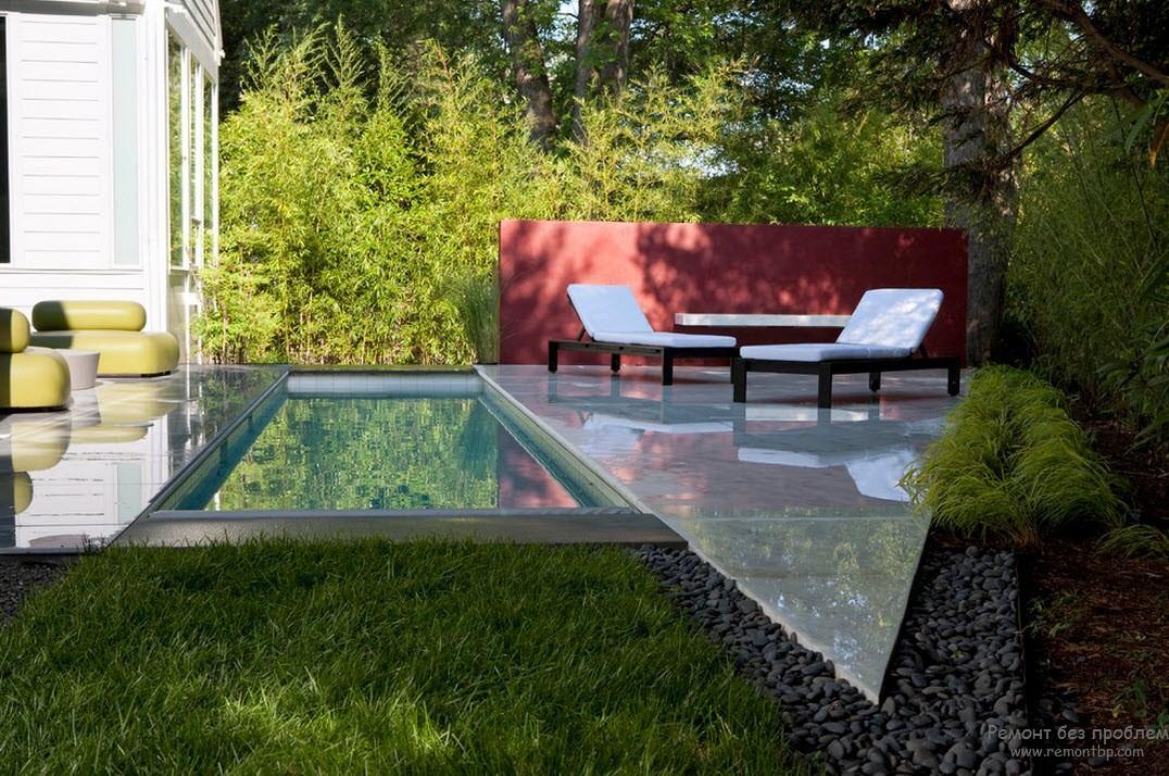 Мини-бассейн среди зелени
