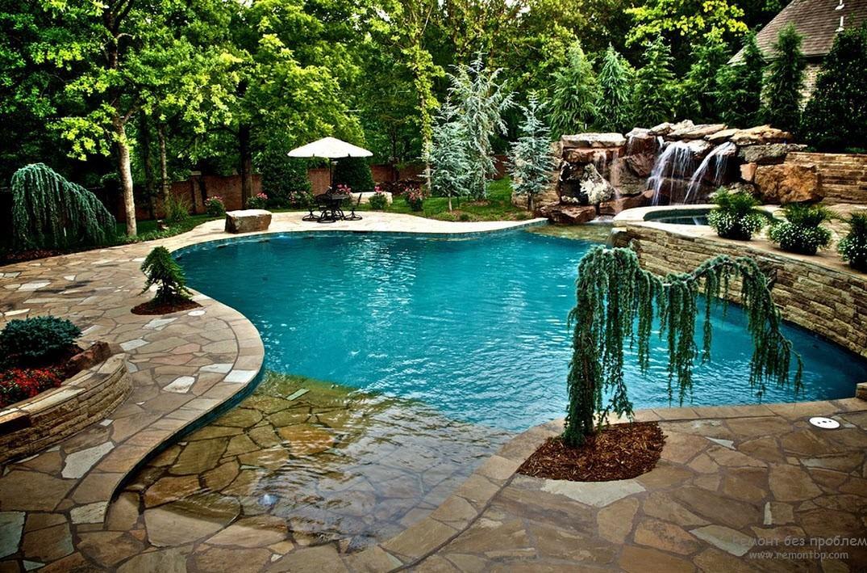 Чудесный бассейн на территории загородного дома