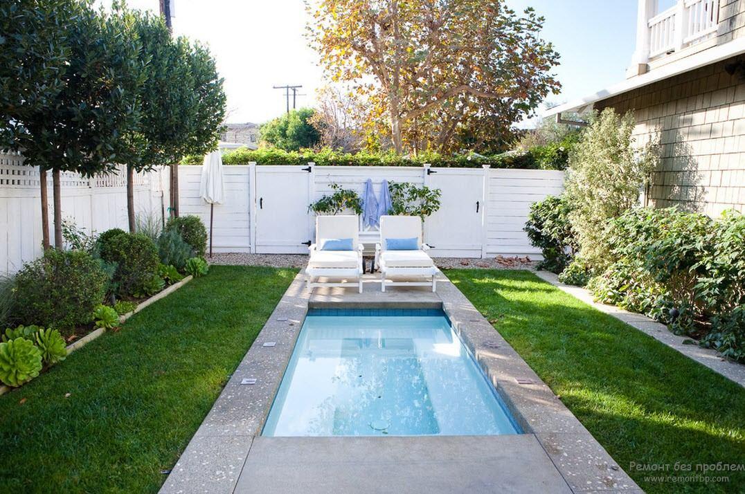 Дизайн небольшого бассейна, находящегося рядом с домом