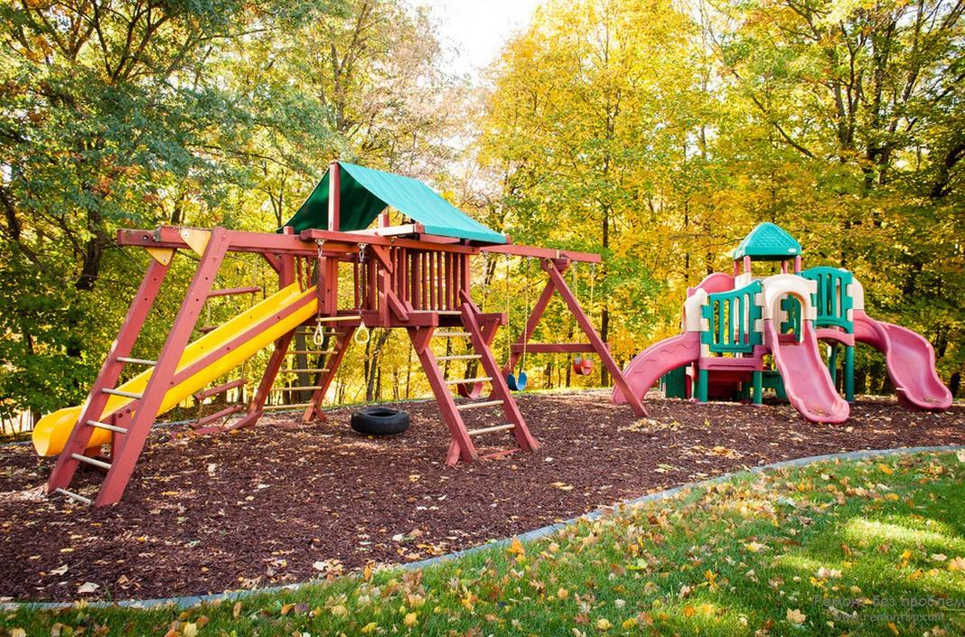 Красочная детская площадка из нескольких модификаций