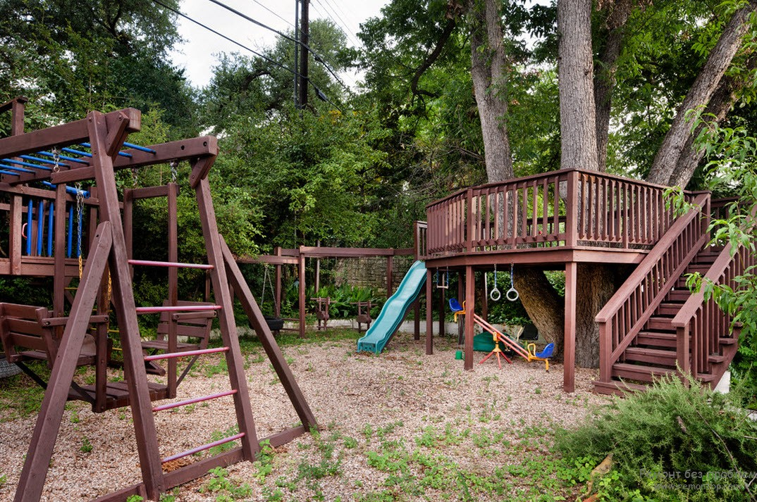 Деревянная детская площадка из нескольких модификаций