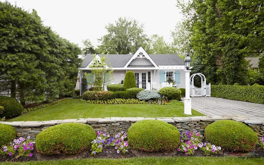 Английский дом в саду