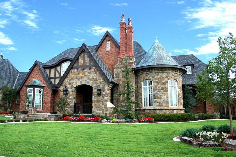 Дом с крышей в виде башни