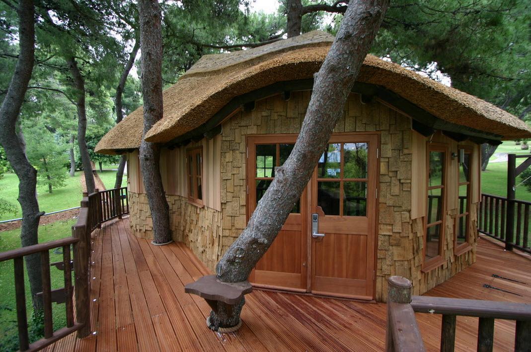 Дом на деревянной платформе