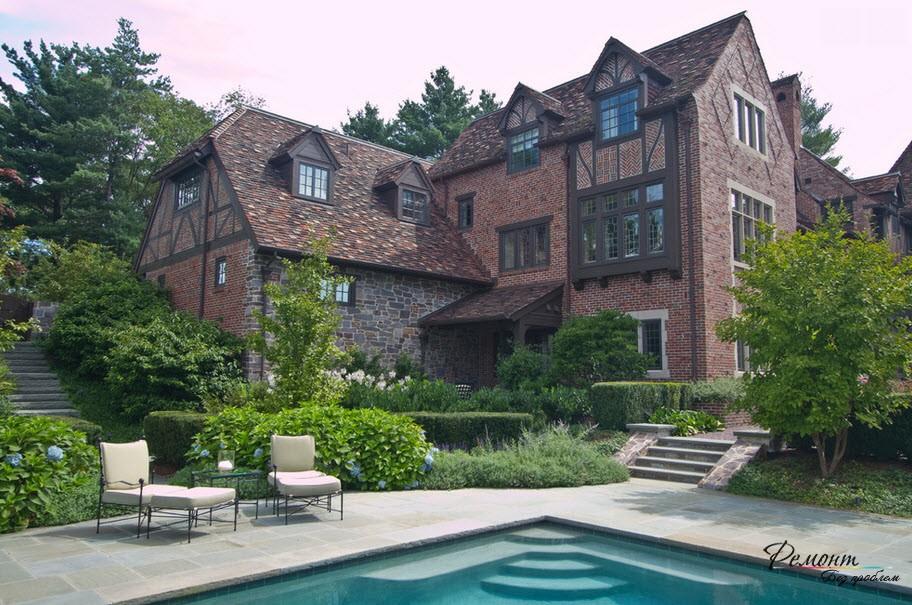 Большой доме, облицованный камнем