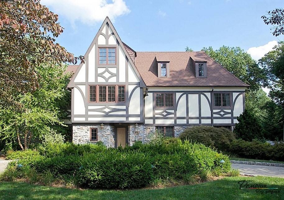 Большой дом в стиле фахверк