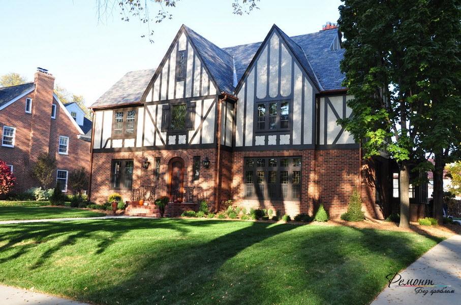 Скромный дом с окошками